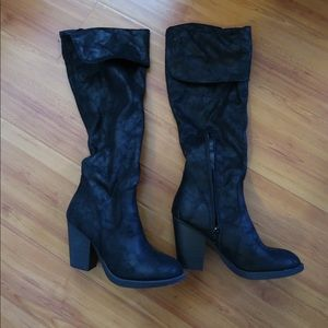 Shoes - BLACK HIGH BOOTS. SIZE 6.5. SUEDE LIKE MATERIAL.